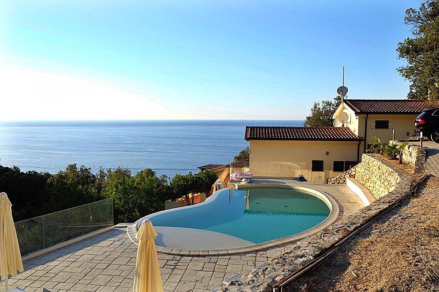 Villa in vendita a Marciana, 8 locali, prezzo € 975.000 | CambioCasa.it