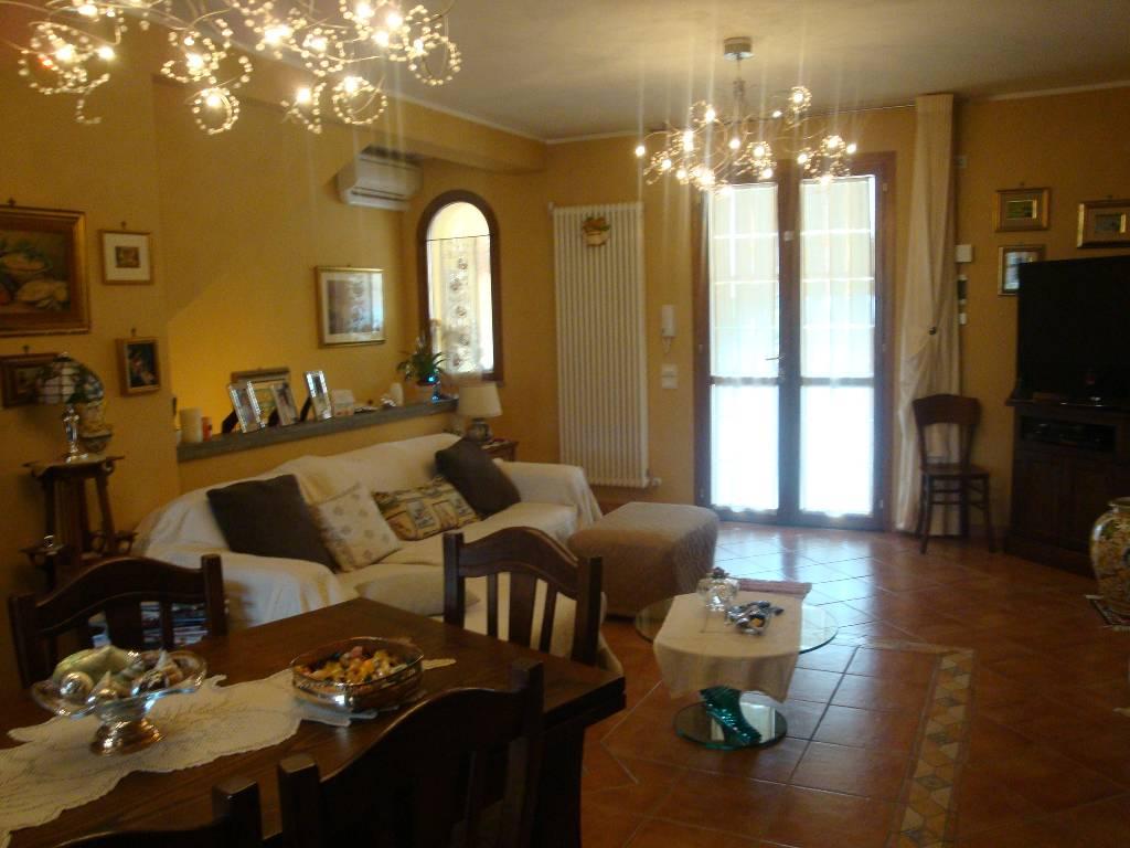 Appartamento in ottime condizioni in vendita Rif. 4752656