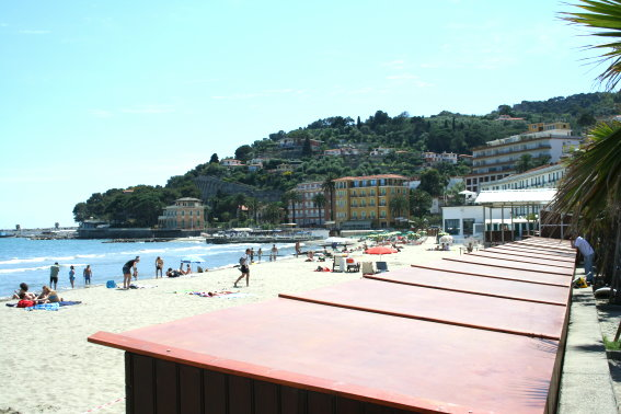 Albergo in vendita a Diano Marina, 48 locali, Trattative riservate | CambioCasa.it