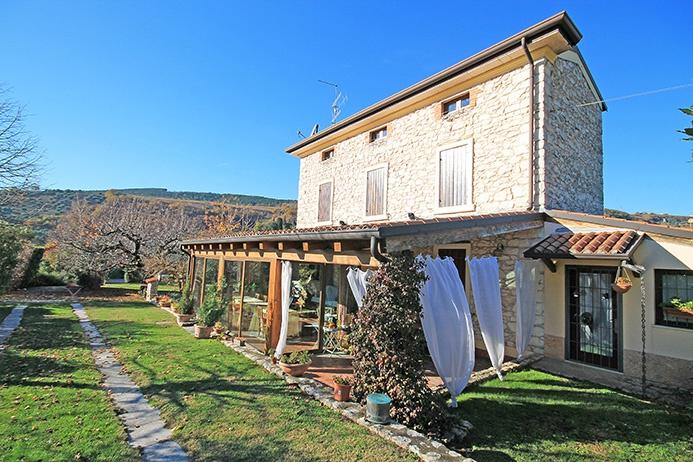 Villa in vendita a Negrar, 10 locali, prezzo € 830.000 | CambioCasa.it