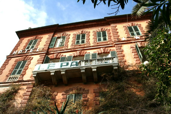 Albergo in vendita a Zoagli, 30 locali, Trattative riservate | CambioCasa.it