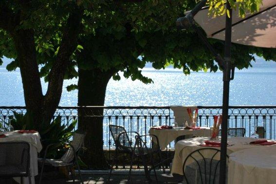 Villa in vendita a Colonno, 25 locali, Trattative riservate | CambioCasa.it