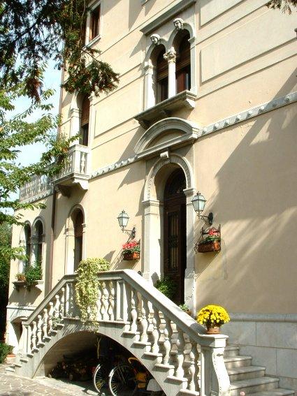 Villa in vendita a Treviso, 8 locali, Trattative riservate   CambioCasa.it