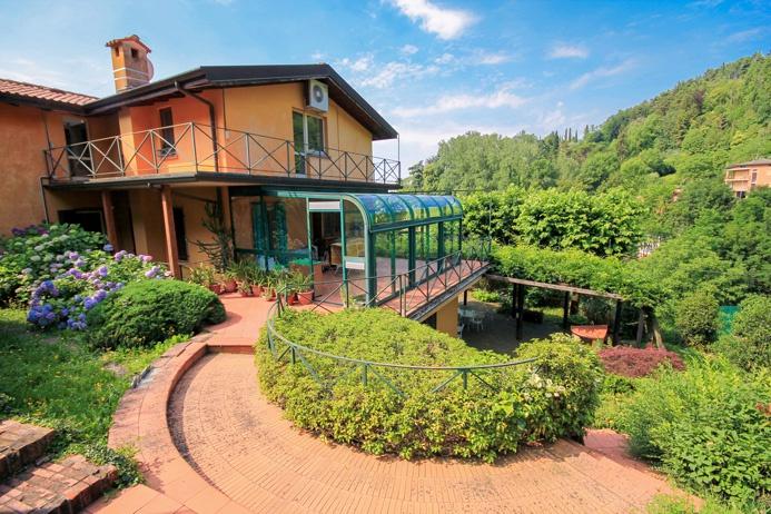 Villa in vendita a Cenate Sopra, 10 locali, Trattative riservate | CambioCasa.it