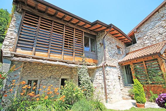 Soluzione Indipendente in vendita a Caprino Bergamasco, 10 locali, prezzo € 950.000 | CambioCasa.it