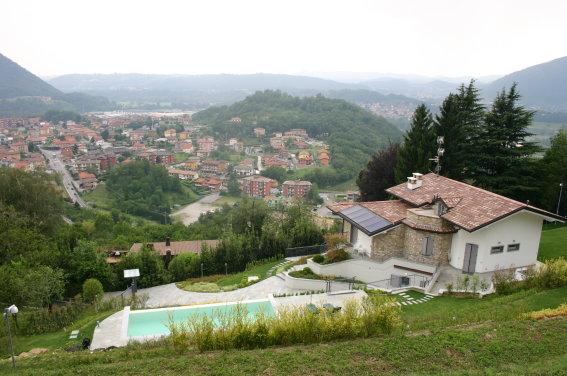 Villa in vendita a Cisano Bergamasco, 8 locali, Trattative riservate | CambioCasa.it