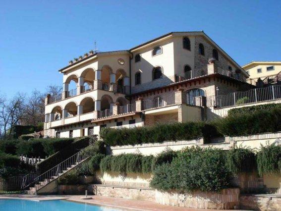 Villa in vendita a Trevignano Romano, 10 locali, Trattative riservate | CambioCasa.it