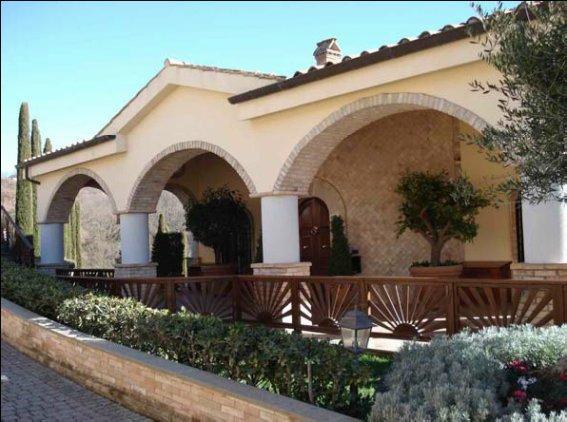 Villa singola in vendita a trevignano romano agenzie for Case in vendita trevignano romano