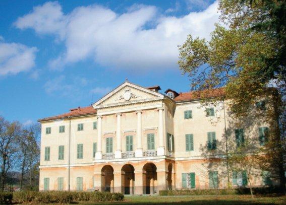 Palazzo / Stabile in vendita a Cairo Montenotte, 10 locali, Trattative riservate | CambioCasa.it