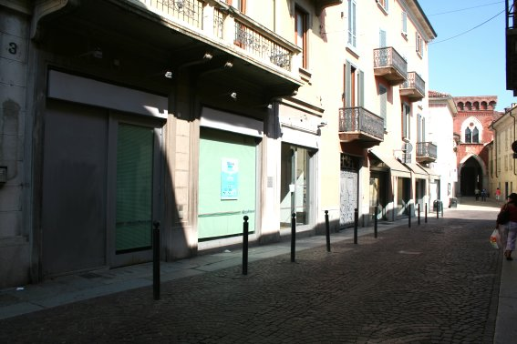Negozio / Locale in affitto a Vigevano, 4 locali, prezzo € 5.000 | CambioCasa.it