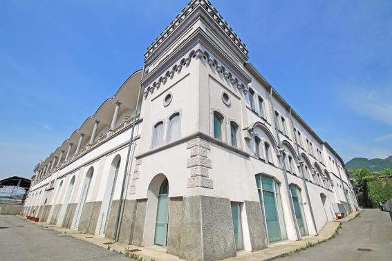 Immobile Commerciale in vendita a Alzano Lombardo, 10 locali, prezzo € 300.000 | PortaleAgenzieImmobiliari.it