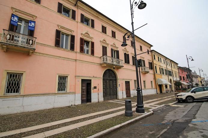 Ufficio / Studio in affitto a Villafranca di Verona, 12 locali, prezzo € 3.750 | CambioCasa.it