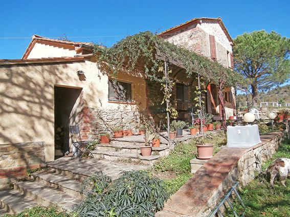 Azienda Agricola in vendita a Bucine, 9 locali, prezzo € 700.000   CambioCasa.it