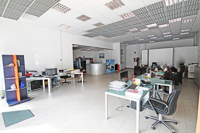 Negozio / Locale in affitto a Bergamo, 2 locali, prezzo € 3.000 | CambioCasa.it