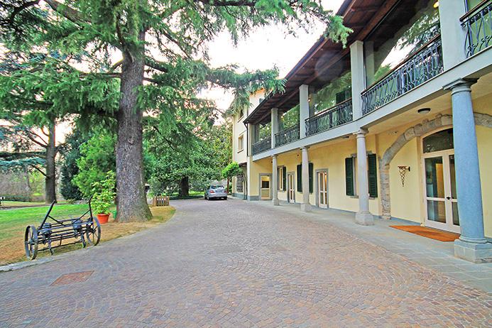 Villa in affitto a Scanzorosciate, 12 locali, prezzo € 5.000 | PortaleAgenzieImmobiliari.it