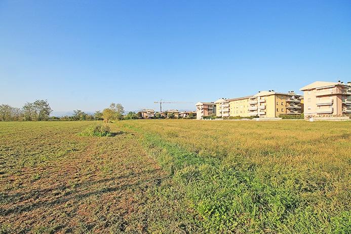 Area edificabile residenziale di mq 7.990 inserita in area di sviluppo residenziale distante pochi passi da centro paese in direttrice Azzano San Paolo e Stezzano fronte area agricola Rif. 5375679