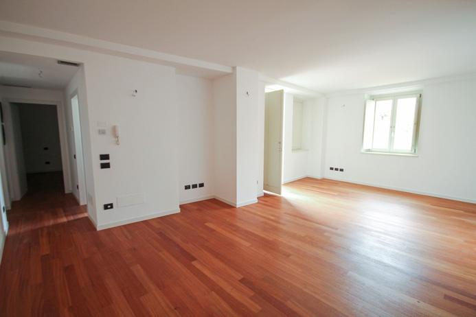 Elegante e moderno appartamento bilocale di ampia metratura inserito in palazzina oggetto di recentissima e totale ristrutturazione e dotata di ascensore