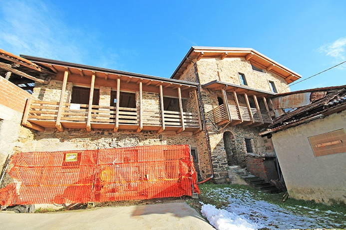 Casa Indipendente in discrete condizioni in vendita Rif. 6399881