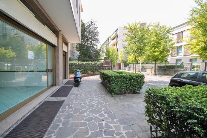 Negozio / Locale in affitto a Bergamo, 4 locali, prezzo € 1.500 | PortaleAgenzieImmobiliari.it