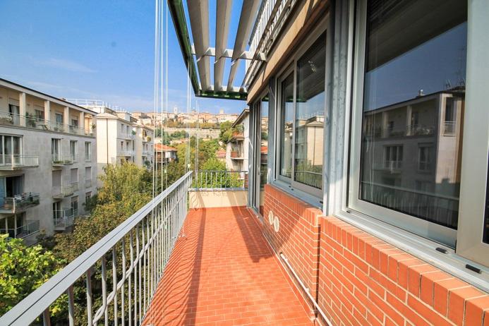 Ampio appartamento trilocale di mq 130 piano alto di elegante edificio servito da ascensore e portierato