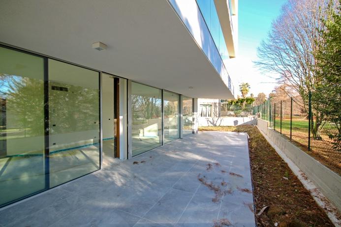 Appartamento trilocale di mq 107 dotato di 30 mq di area terrazzata e 300 mq di giardino privato fronte parco
