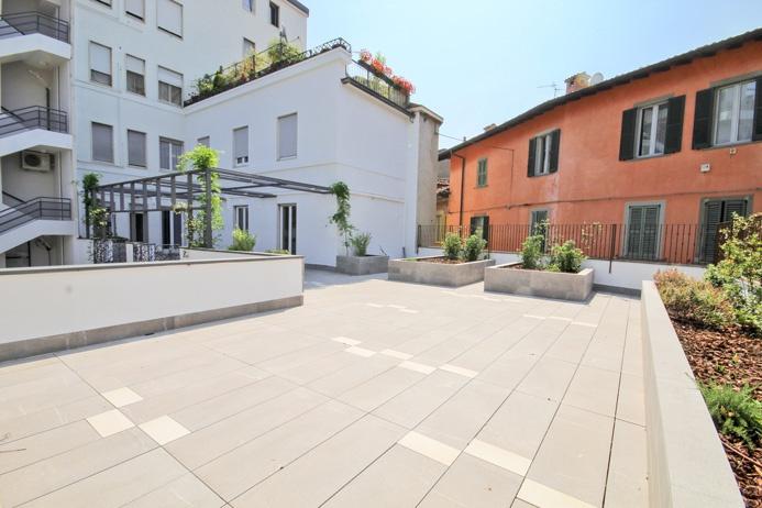 Ampio appartamento quadrilocale di 220 mq otre ampia terrazza pienamente vivibile di circa 215 mq