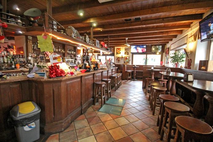 Importante e rinomata attività di pub e birreria situata in posizione centrale fronte primaria via di comunicazione urbana e nelle immediate vicinanze dei principali istituti scolastici di Bergamo in area densa ed in location estremamente visibile Rif. 10125305