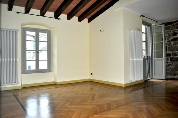 Pregiato appartamento quadrilocale di mq 141 situato al piano secondo di elegante contesto finemente ristrutturato, dotato di elevatori ed ampia corte