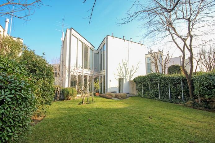 Villa in ottime condizioni in vendita Rif. 11690330