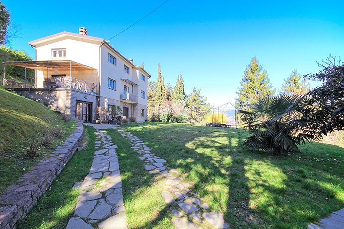 Villa ristrutturato arredato in vendita Rif. 12329939