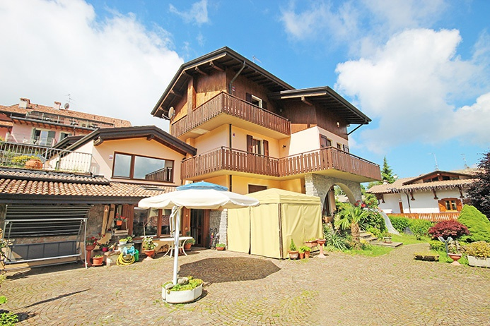 Villa in vendita a Selvino, 15 locali, prezzo € 1.250.000 | CambioCasa.it