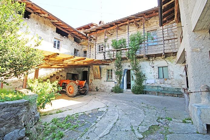 Rustico / Casale in vendita a Caprino Bergamasco, 16 locali, prezzo € 290.000 | PortaleAgenzieImmobiliari.it