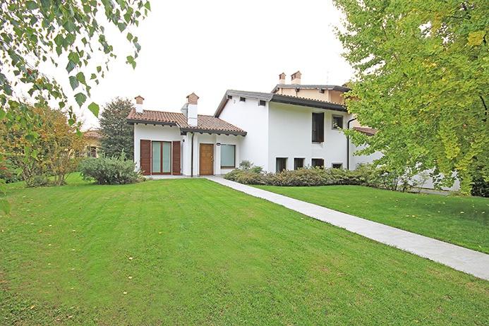 Villa in vendita a Treviolo, 7 locali, prezzo € 650.000 | PortaleAgenzieImmobiliari.it
