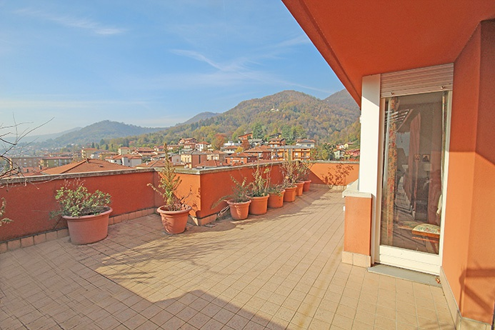 Attico / Mansarda in vendita a Nembro, 4 locali, prezzo € 345.000 | PortaleAgenzieImmobiliari.it