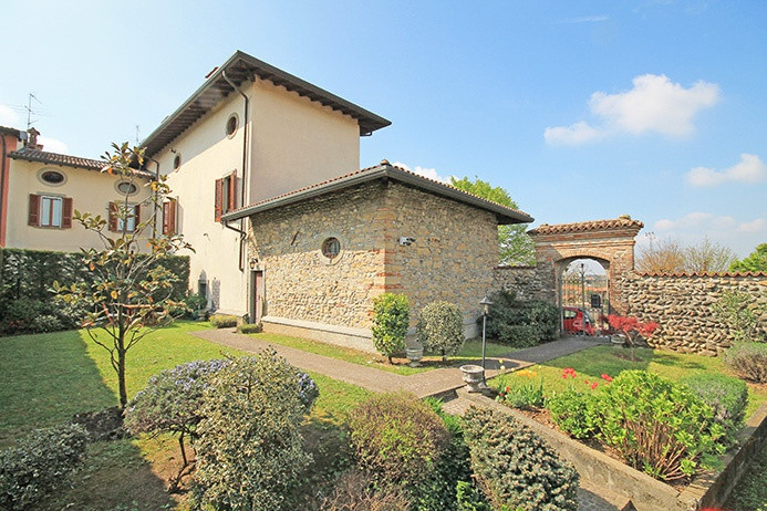 Soluzione Indipendente in affitto a Mozzo, 6 locali, prezzo € 2.300 | PortaleAgenzieImmobiliari.it