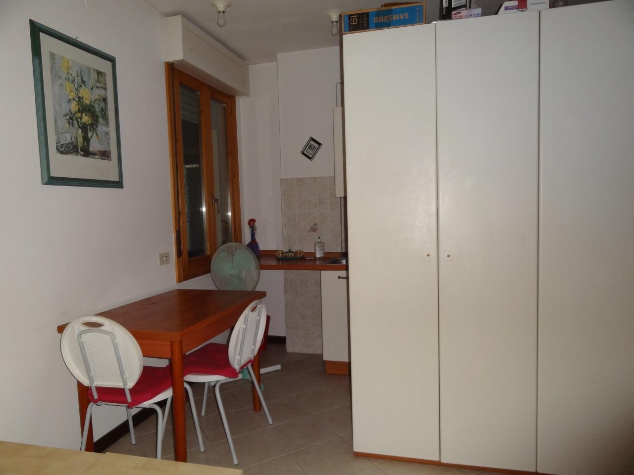 Monolocale in buone condizioni arredato in affitto Rif. 10572138
