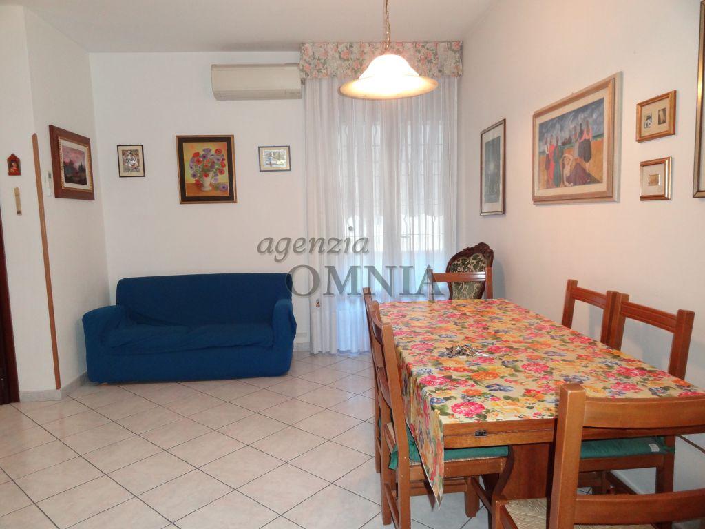 Appartamento in buone condizioni arredato in affitto Rif. 11305228