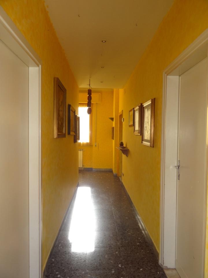 Appartamento da ristrutturare in vendita Rif. 9839958
