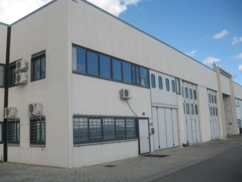 Magazzino - capannone in ottime condizioni arredato in vendita Rif. 8026145