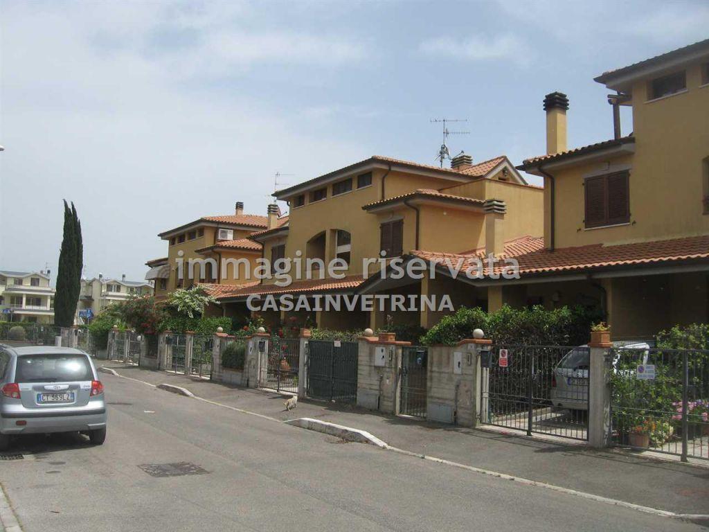 Villetta a schiera in ottime condizioni arredato in vendita Rif. 8026122
