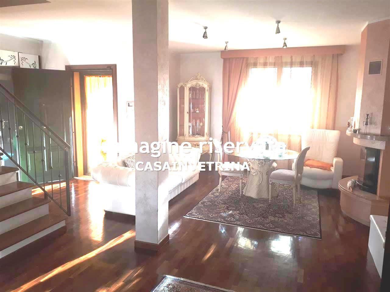 Villetta a schiera in ottime condizioni arredato in vendita Rif. 9861700
