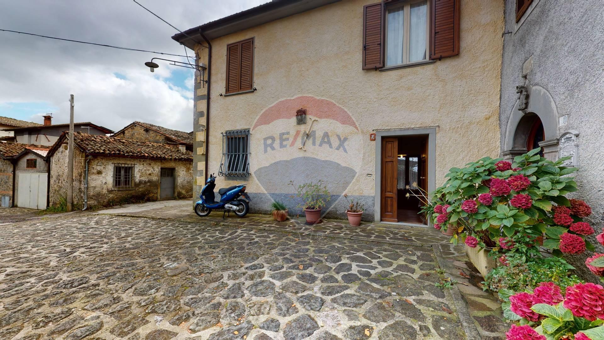 Soluzione Semindipendente in vendita a Villa Collemandina, 8 locali, prezzo € 105.000 | CambioCasa.it