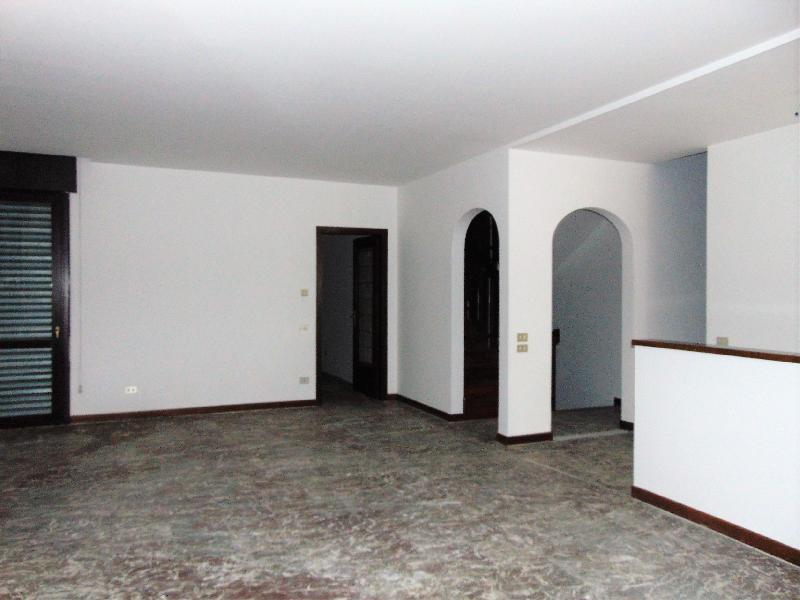villa bifamiliare in vendita a abano terme   450000 euro  8 locali 380 mq