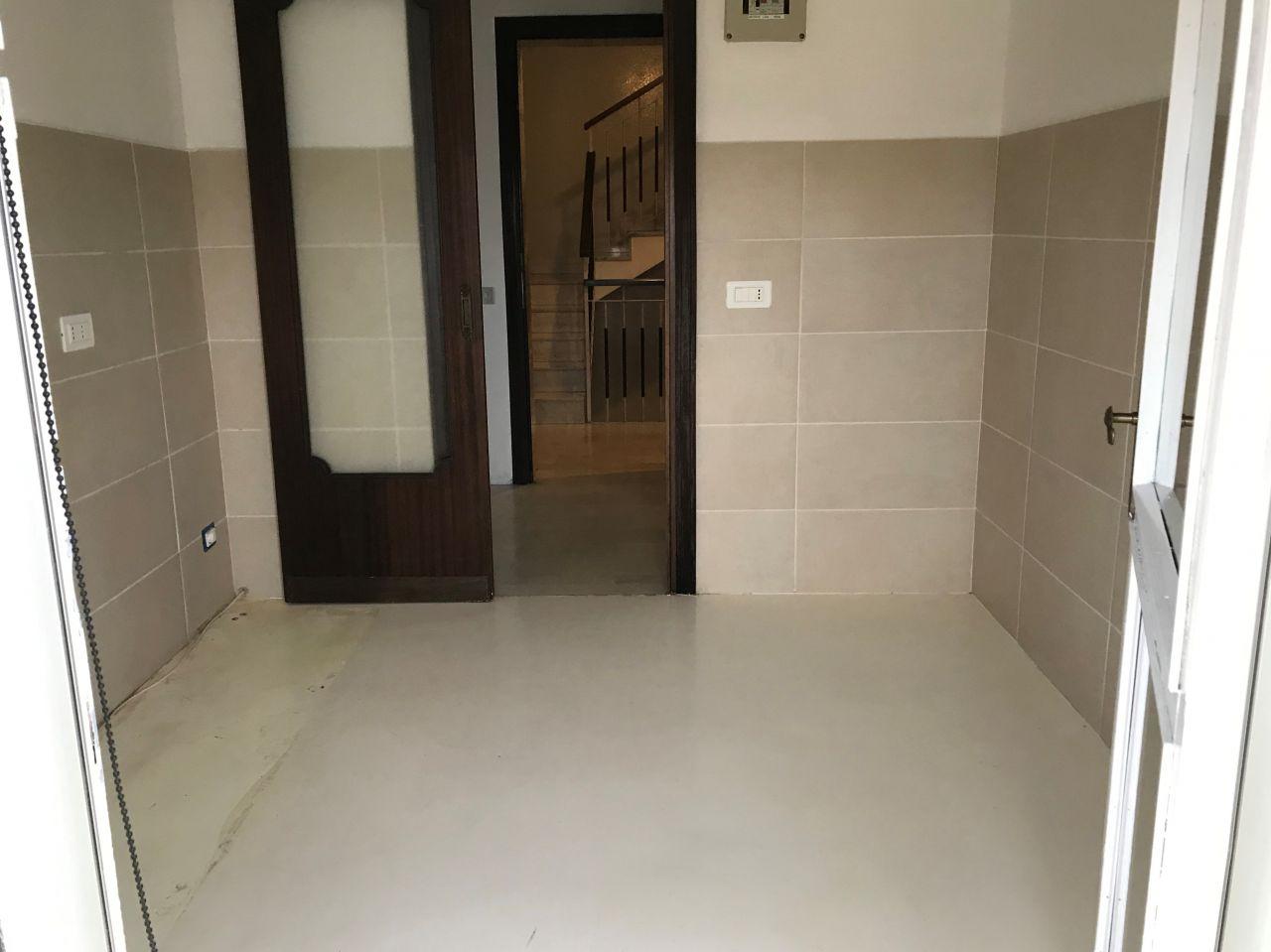 Appartamento in buone condizioni in affitto Rif. 9964712