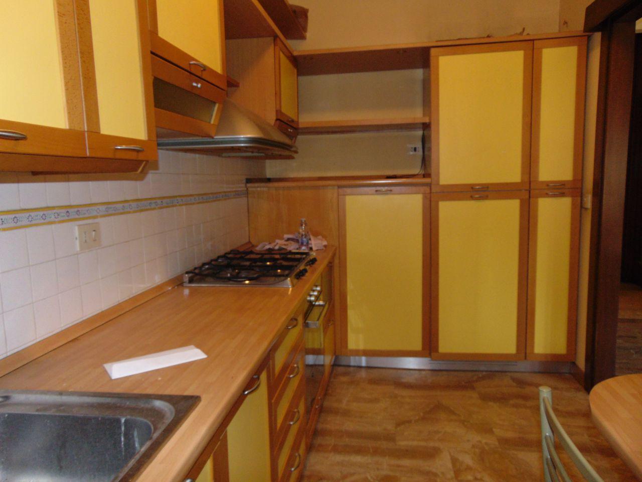 Appartamento in buone condizioni arredato in affitto Rif. 10444213