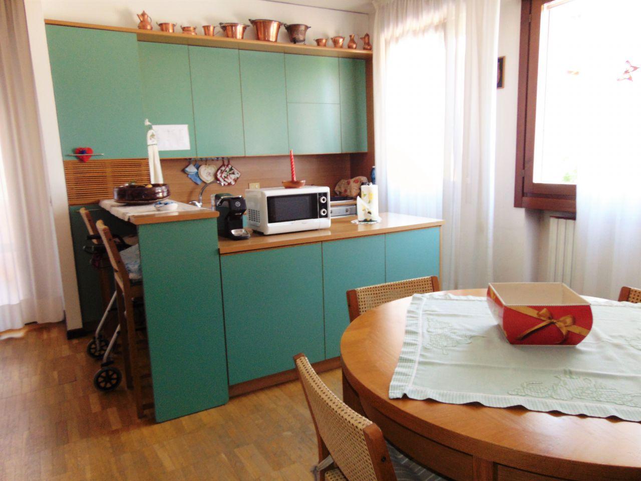 Appartamento in buone condizioni arredato in affitto Rif. 10311719