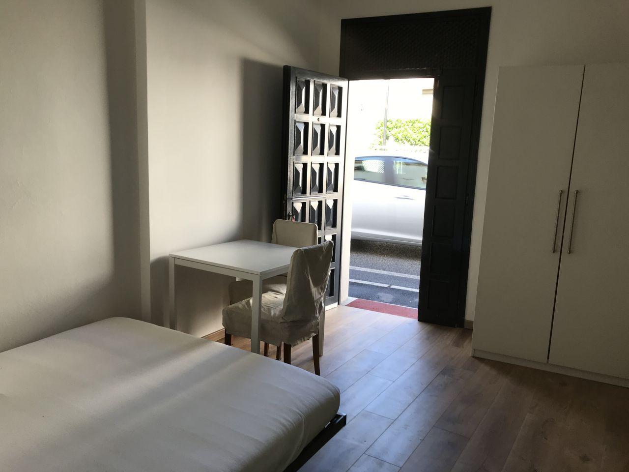 Appartamento in buone condizioni arredato in affitto Rif. 11076204