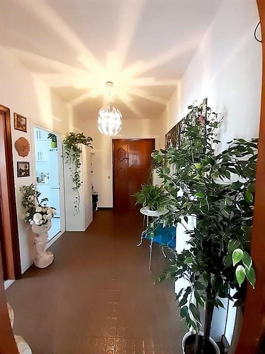 Appartamento in vendita a Selvazzano Dentro, 4 locali, prezzo € 120.000 | CambioCasa.it