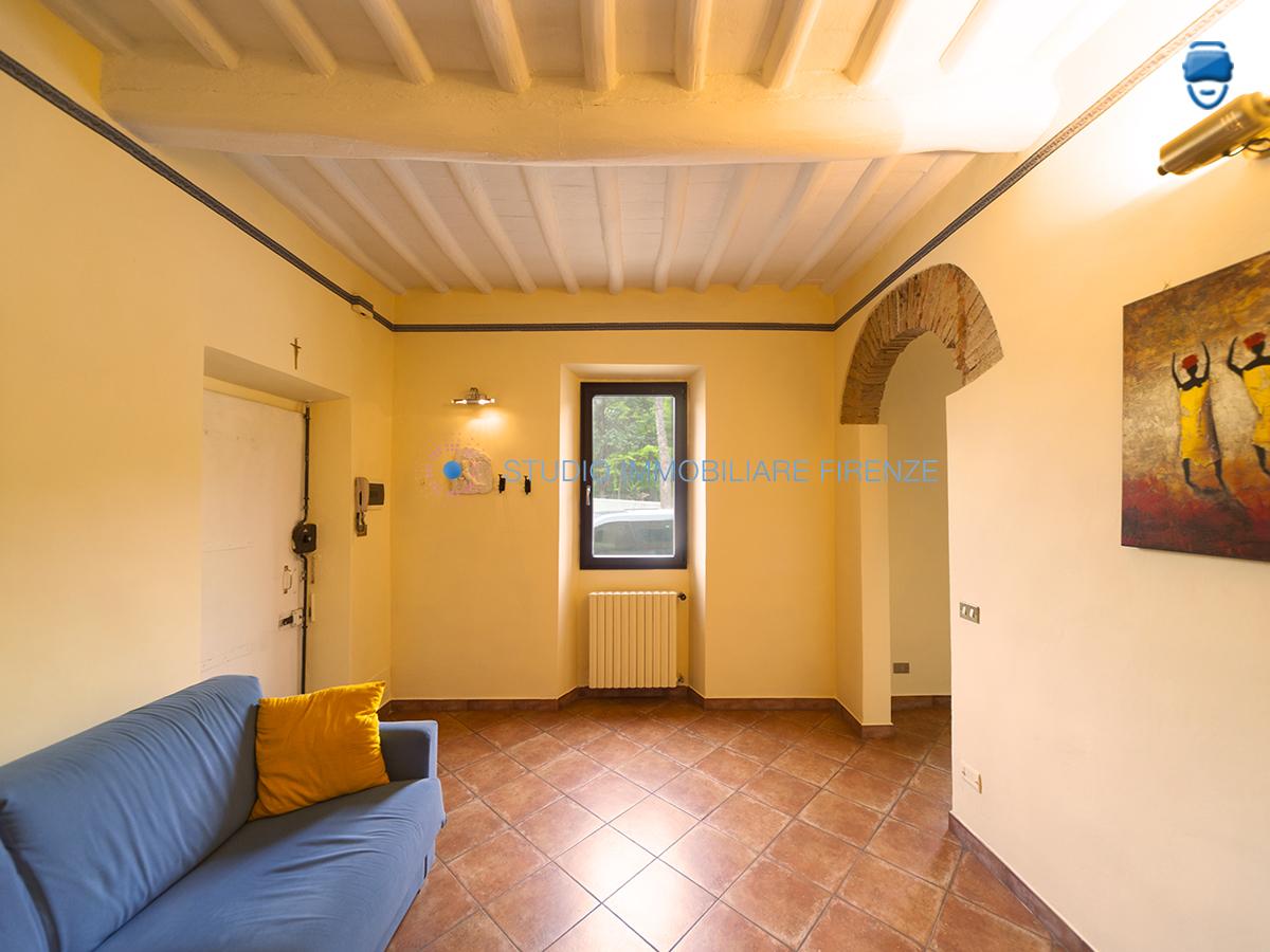 Bilocale vendita firenze zona gavinana galluzzo for Planimetrie della cabina di log con soppalco