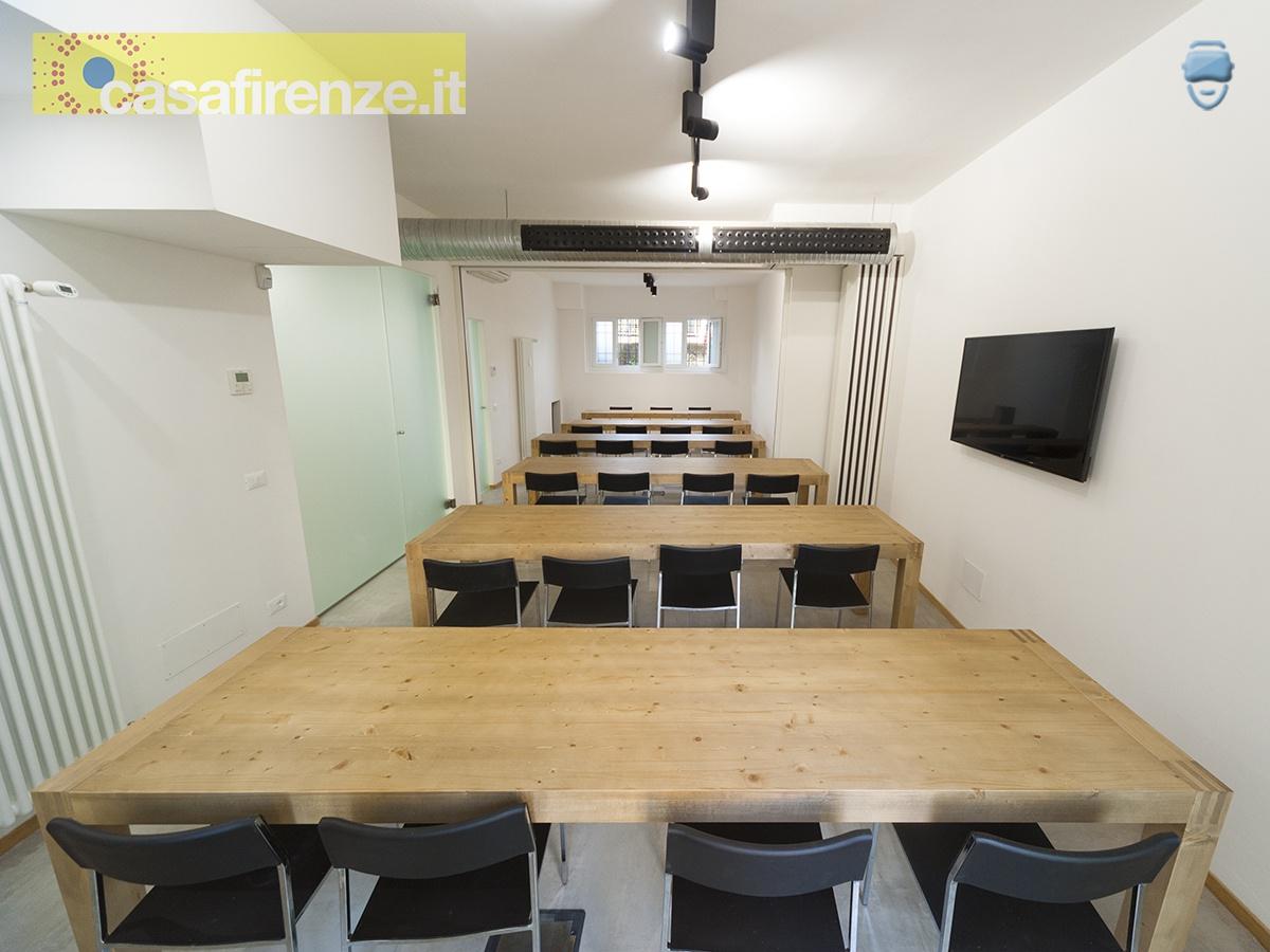 EX32 è un innovativo e moderno ufficio coworking e meeting hub, in cui si possono affittare postazioni di lavoro, sale riunione e accedere a molteplici servizi condivisi. EX32 è ubicato in Firenze, Via del Mezzetta 2P, zona San Salvi/Coverciano, vicino alle poste e al centro Esselunga del Gignoro ... Rif. 4755572